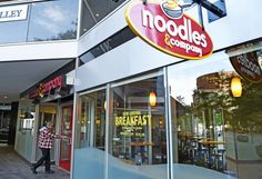 Noodles and Company fired employees who refused a serve a police officer at a Alexandria, Va. location of the restaurant earlier this week How To Make Ramen, How To Make Homemade, Maruchan Ramen Noodles, Fresh Ramen Noodles, Poblano Soup, Noodles And Company, Homemade Lasagna, Street Mall, Kaizen