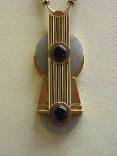 Gerard Sandoz pendant 1928 - gold, onyx, enamel, jade, silk (Virginia Museum of Fine Arts) Art deco jewelry Bijoux Art Nouveau, Art Nouveau Jewelry, Jewelry Art, Antique Jewelry, Vintage Jewelry, Gold Jewelry, Jewellery, Diamond Jewelry, Motif Art Deco