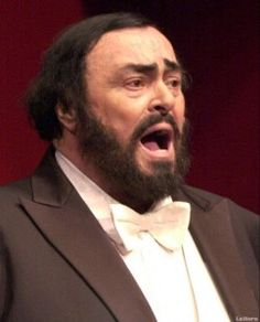 Luciano Pavarotti: um dos maiores cantores de musica clássica que já passaram pelo planeta, morreu em 2007 também vitima de um cancro no pâncreas.