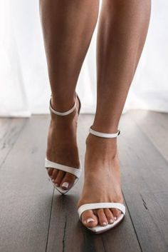 Sexy bridal heels, white sneakers and an exquisite range of anklets - Grace Loves Lace has the perfect bridal shoes for your special day and beyond. Indie Wedding Dress, Bohemian Wedding Reception, Unique Wedding Shoes, Unique Weddings, Natalie Marie Jewellery, Simple Shoes, Bridal Heels, Lace Bride, Grace Loves Lace