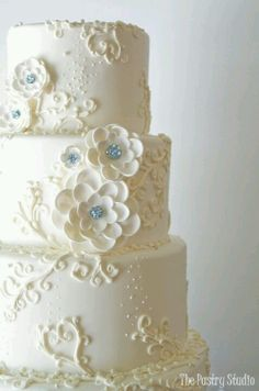 White wedding cake butter cream and nice pipping