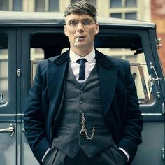 We love the styling in Peaky Blinders it's just absolutely sublime! #sartorial #style #mensstyle #styleinspiration #maleaccessories #menswear #fashion #dapper #dapperstyle #dandy #menwithstyle #fashionformen #cillianmurphy #mensfashion @robertviglasky