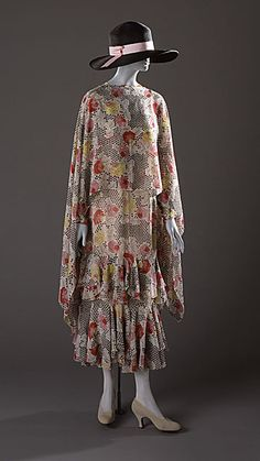 Dress    Madeleine Vionnet, 1927. No wonder that Vogue '20s pattern is so tricky, if it was inspired by her work!