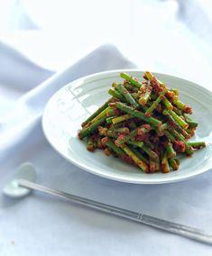 韓国の定番おかず、にんにくの芽の和え物です♡    ご飯が止まりません^ ^  スタミナつきますよ〜!    薬膳効果  ◯にんにくの芽...気血を補う、滋養強壮、疲労回復に、    ◯唐辛子...血の巡りを改善。冷えに、肩こりに、消化増進  . Asparagus, Green Beans, Vegetables, Recipes, Food, Fashion News, Ideas, Studs, Recipies