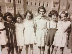 Anna Frank nog gelukkig met vriendinnen in Amsterdam. Amsterdam, Fur Coat, Anna, Jackets, Fashion, Warsaw, Poland, Down Jackets, Moda