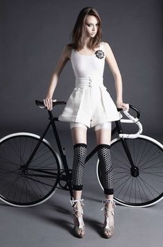 Cycle Glamour and Fashion - Fixed Gear Lady. Bicycles Love Girls. http://bicycleslovegirls.tumblr.com/