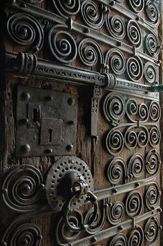 Love it, love it, love it. Old castle door. Now I just need an old castle...