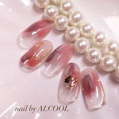 #ハンド #冬 #ジェルネイル #ホワイト #ゴールド #クリスマス #シンプルネイル #オールシーズン #シースルー #オフィス #ネイルデザイン #nails #nailart #グレージュ... ネイルデザインを探すならネイル数No.1のネイルブック Spring Nails, Summer Nails, Sharpie Nail Art, Chic Nail Art, Gel Nail Designs, Trendy Nails, Nail Tips, Opi, Hair And Nails