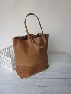 borsa pelle borsa donna shopper tote pelle cuoio marrone di lilybluestudio su Etsy https://www.etsy.com/it/listing/230248569/borsa-pelle-borsa-donna-shopper-tote