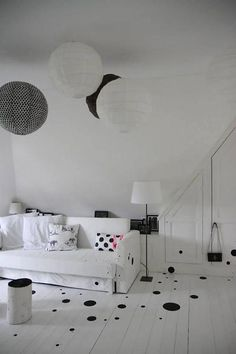 La cerise sur le gateau Kussenhoes clogs black dots, 30x50cm, wit/zwart - wonenmetlef.nl