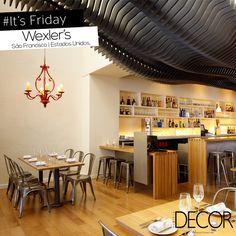 Localizado nos Estados Unidos, restaurante Wexler's recebe tons neutros e iluminação agradável em uma composição aconchegante que mescla os estilos clássico e contemporâneo.