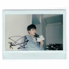 Kim Jinhwan, Hanbin, Bobby, Funny Fights, Ikon Wallpaper, Fandom, Polaroid Pictures, Aesthetic Pictures, Polaroid Film