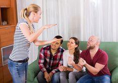 Silvester Spiele erwachsene-scharade-spielen-beliebtes-partyspiel-silvesterabend