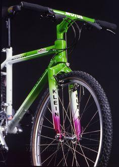 Aluminio, tubería oversized, potencia y manillar integrados, cableado interior, dirección integrada..., Klein se adelantó muchos años a su tiempo con esta joya de los comienzos del mountain bike de la cual quien la pudo probar conoce su rigidez y ligereza extremas.