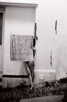 Francesca Woodman (April was an American photographer best known for her black and white pictures featuring h. Francesca Woodman, Nude Photography, Black And White Photography, Street Photography, Wildlife Photography, Wedding Photography, A Well Traveled Woman, Ellen Von Unwerth, Black And White Pictures