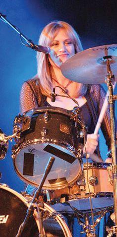 Debbi Peterson (born: August Northridge, Los Angeles, CA) is the drummer of The Bangles. Female Drummer, Drummer Boy, Female Singers, Susanna Hoffs, Michael Steele, Drum Patterns, Women Of Rock, Pop Rock Bands, Funny Tattoos