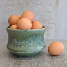 Retro Australian Pottery Bowl impressed mark RJ Pottery Studio, Pottery Bowls, Serving Bowls, Artisan, Designers, Rustic, Ceramics, Retro, Tableware