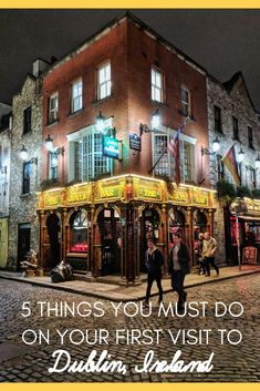 What to see, do, and eat on your first visit to Dublin, Ireland. Ireland Travel Guide, Travel Tips For Europe, Backpacking Europe, Travelling Tips, Cool Places To Visit, Places To Go, Wild Atlantic Way, By Train, Europe Destinations