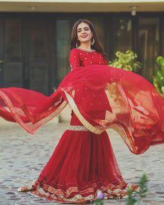 Pakistani Party Wear Dresses, Beautiful Pakistani Dresses, Shadi Dresses, Pakistani Dress Design, Pakistani Outfits, Eid Dresses, Pakistani Models, Pakistani Actress, Pakistani Sharara