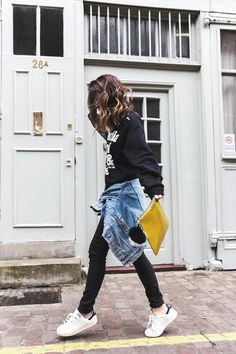 Topmodels_Sweatshirt_Revolve_Clothing-The_Laundry_Room-Levis_Vintage_Jacket-Rebecca_Minkoff_Clutch-Outfit-LFW-London_Fashion_Week-Street-Style-7