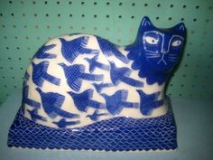 Vicky Lindo /Cats / 650L/ this beautiful pr of pottery cats are made and decorated by the pigeon club pottery a partner ship of vicky lind and bill brookes .made by bill and then sgraffito work designed by vicky .this charming pr are called bird watching .they measure 29.5 cms x 20 cms x 14.5 cms .i will let the pictures do the talking ,but the pictures do not do justice to these superb cats