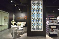 Dormeo showroom by InReality, Las Vegas store design exhibit.  Preto, textura e luz.