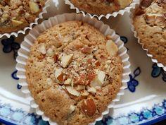 Makronmuffins - nem opskrift med chokolade | nogetiovnen.dk Danish Food, Sweets Cake, Mini Muffins, Recipes From Heaven, Food Cakes, Baking Cakes, Mini Cakes, Cakes And More, No Bake Cake