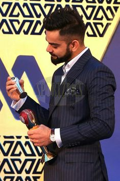 Handsome Virat kohli was awarded with prestigious Polly Umrigar Award at BCCI award night Anushka Sharma And Virat, Virat Kohli And Anushka, Virat Kohli Wallpapers, Cricket Wallpapers, Chennai Super Kings, Mr Perfect, Love You Baby, Handsome Actors, Cute Anime Guys