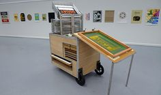 Mobile silk screen cart made by Mike Slattery. Hey, Product Design Student Group, who wants to make one with me? Diy Screen Printing, Diy Printing, Printing Press, Metal Screen, Screen Design, Office Art, Tampons, Gravure, Art Studios