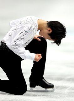 〈男子SP(12月21日)〉 SPの演技を終え、拳を握りしめる町田樹