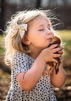 Hugs and Cuddles 👶Cute Babies, Lovely Kids & Children, Photo Ideas You'll Love 🧡 Animals For Kids, Baby Animals, Cute Animals, Cute Kids, Cute Babies, Baby Kids, Precious Children, Beautiful Children, Kind Photo