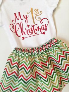 Babys 1st Christmas Outfit! Includes a skirt with or without ruffle, made of Christmas Chevron fabric, and a onesie with a My 1st Christmas vinyl