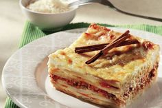 Pastitsio consists of luscious layers of seasoned ground beef, pasta, and a creamy bechamel sauce baked to perfection. Greek Recipes, Desert Recipes, Low Carb Recipes, Cooking Recipes, Greek Lasagna, Salsa Bechamel, Bechamel Sauce, Greek Cooking, Cooking Fish