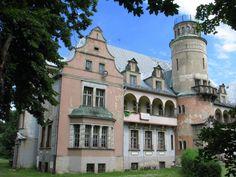 Pałac w Roszkowicach wzniesiony w XIX wieku na polecenie Fryderyka Hansa von Cramon. Obecnie jest własnością prywatną.
