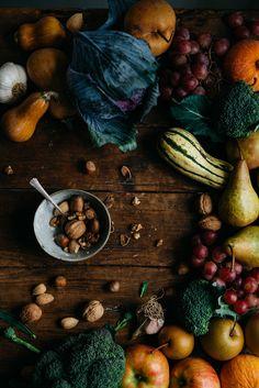 Squash and Greens. Fruit And Veg, Fruits And Veggies, Photo Fruit, Fall Recipes, Healthy Recipes, Vida Natural, Dark Food Photography, Dark Autumn, Food Design