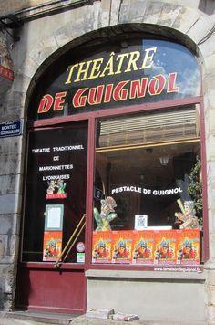 THÉÂTRE  DE GUIGNOL.......MONTÉE GOURGUILLON........69005 LYON......FRANCE......SOURCE DVALOT.FREE.FR.......