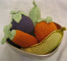 Fruit and Veggie Baby Rattles (or fill with catnip for the kitty). Free Knitting Patterns at Jimmy Beans Wool.
