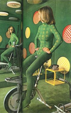 Lets bring back leotards, I think they are so attractive and flattering! Look at this mod vintage workout outfit and exercise bike! The Joy of Space Age Fashion Vintage Chic, Mode Vintage, 1960s Fashion, Vintage Fashion, Mode Inspiration, Looks Cool, Vintage Outfits, Vogue, My Style