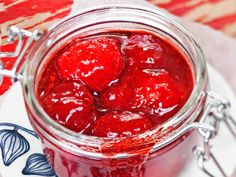 Never thought you would want to make Homemade Ketchup? But this ketchup is so easy and so much better for you. Homemade Ketchup, Whole 30, Diy Food, Pickles, Peanut Butter, Frozen, Make It Yourself, Canning, Vegetables