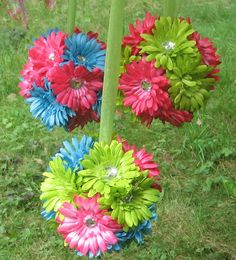 LOVE THIS!!! the green and blue would be perfect for the kissing ball for flower girl. Love the sparkles in the daisies too!!! White ribbon to carry with. Daisy Wedding, Blue Wedding Flowers, Sparkle Wedding, Silk Flowers, Spring Wedding, Our Wedding, Kissing Ball, Pink Blue Weddings, Daisy Centerpieces