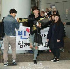 """Llega a Hong Kong. para la promoción de su película """"MASTER""""  #KimWooBin"""