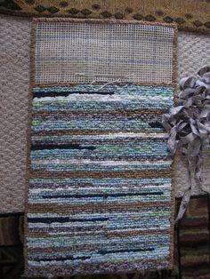 DIY rag woven rug using fabric and jeans #WovenRugs #diyragrugtshirt #diyragrugfabric #ragrugsprojects #jeanragrugs