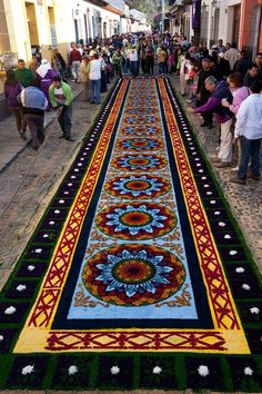 Photos of the intricate alfombras de Semana Santa - temporary carpets made from dyed sawdust, flowers and fruits - that lined the streets of Antigua, Guatemala during Semana Santa - Holy Week - the week before Easter. Holidays Around The World, Festivals Around The World, Travel Around The World, Around The Worlds, Central America, South America, Latin America, Guatemalan Art, Architecture Baroque