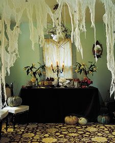 ghoulish table decor