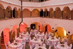 Der wunderschöne Innenhof lädt zum Feiern ein. Eine traumhafte Kulisse für Hochzeiten :-)