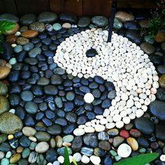 Ying yang- beach rock garden