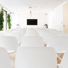 An ideal space for the perfect meeting experience suitable for up to 90 people. Book this space now! #nyceventspace #privateeventspace #eventspacerental #nyceventplanners #EventPlanning #EventPlanningny #nyclocationscout #nycvenues #locationscout #locationscouting #spaceinmotion #events #design #eventspace #photooftheday #eventdesign #decor #scout #locations #manhattan #nyc #newyork Event Space Rental, Location Scout, Phone Books, Event Design, Conference Room, Spaces, Manhattan Nyc, Furniture