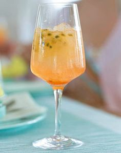 Gin-Tonic-Aperol-Maracuja and Drink alcohol cocktail recipes Aperol mit Maracuja Rezept Fruit Drinks, Drinks Alcohol Recipes, Non Alcoholic Drinks, Cocktail Recipes, Aperol Drinks, Cocktail Fruit, Drink Recipes, Gin Tonic, Healthy Eating Tips