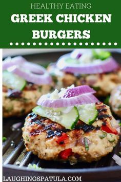 These super fast and fresh burgers are full stuffed with all the Greek flavors we love! Easy to make and healthy! greekburger chickenburger turkeyburger healthyburger easyburger groundchicken groundturkey via 371828512984965405 Clean Eating, Healthy Eating, Dinner Healthy, Eating Raw, Healthy Food, Greek Burger, Greek Turkey Burgers, Greek Chicken, Chicken Pizza