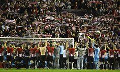La magia de San Mamés  El pitido final dio paso a un escenario impresionante. Jugadores y afición mostraron una complicidad digna de las grandes ocasiones. Europa League 2012 Semifinal.